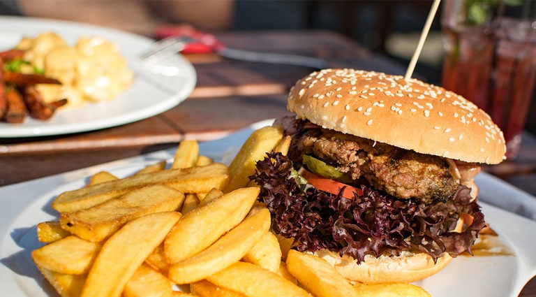 cum sa mananc mai putin hamburger cu cartofi