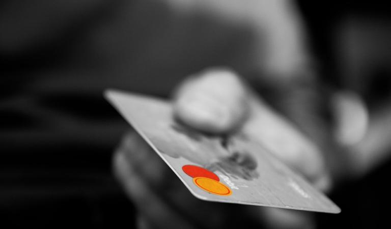 Ing Bank introduce comision pentru pariuri si cazino